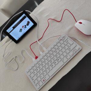 Raspberry Pi 400 (DE) komplet sa ekranom 7inča
